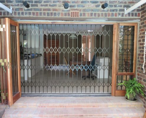 Expandable Security Gate